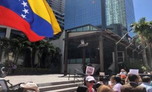 protesta-contra-SaltBae-Miami